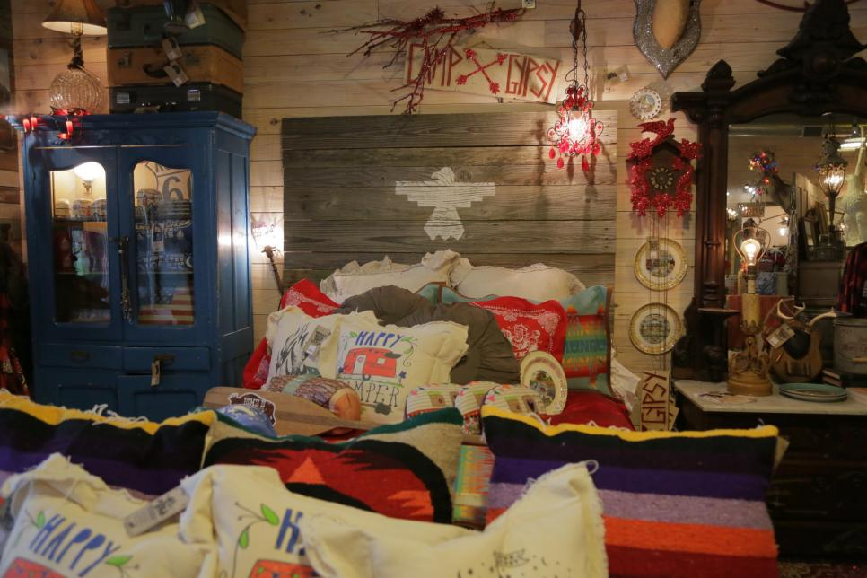 Rustic barnwood decorating ideas gac Home decorating ideas using junk