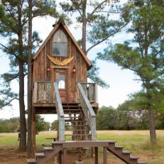 The Junk Gypsies' treehouse transformation