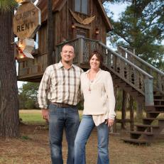 Brian and Amy Kleinwochter, friends of Amie and Jolie, asked the Junk Gypsies to redesign their treehouse